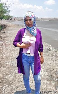Foto Cewek Jilbab Pamer Toket Memek Tembem
