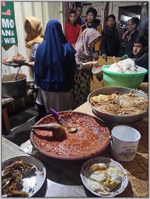 Tempat Makan Enak Di Surabaya Malam Hari – Mak Yeye Pilihan Kuliner Malam