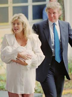 Foto Donald Trump dengan istri keduanya Marla Maples