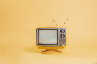 Retro television set with antenna