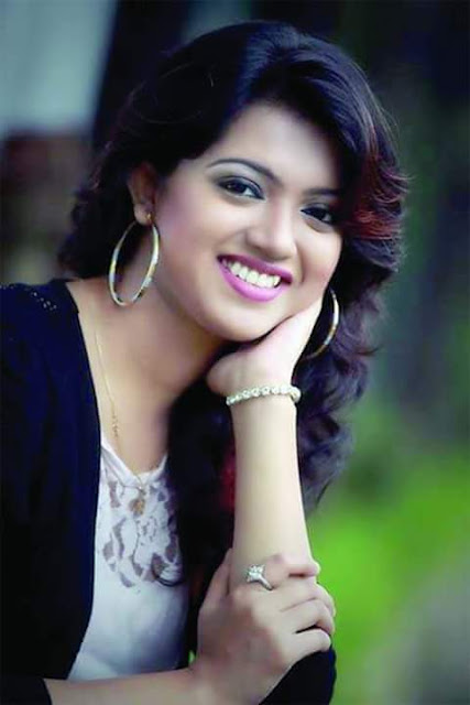 sooper cute indian girls pic, college girl pic