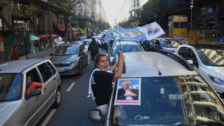 Multitudinaria caravana de marplatenses recordó a Néstor Kirchner a diez años de su muerte