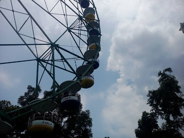 Wheel of Fate Fun Ride: Enchanted Kingdom Adventure