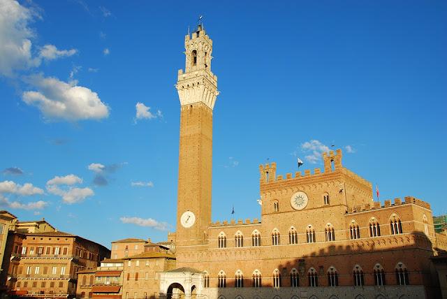 Siena-palazzo pubblico-torre del Mangia