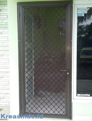Model Pintu Expanda atau Pintu Kawat Nyamuk Aluminium Terbaru