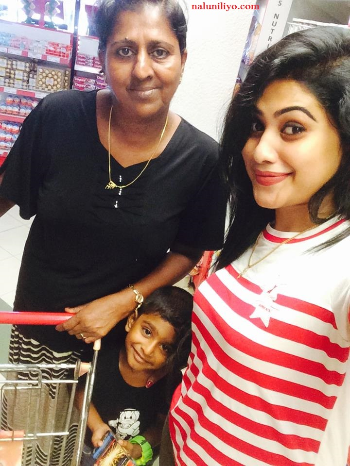 Piyumi Hansamali mother son shopping in Colombo new hot photos