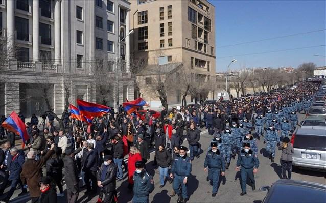 Αρμενία: Εισβολή της αντιπολίτευσης σε κυβερνητικό κτίριο