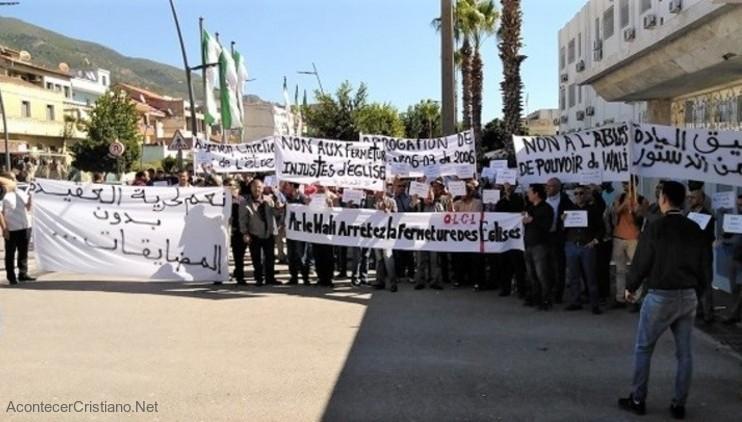 Cristianos argelinos protestan