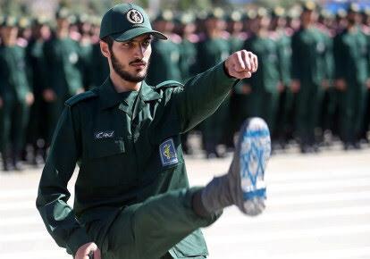 """Irán: """"Estamos listos para la guerra que traerá la destrucción de Yisra'el"""" Tropas-del-Cuepo-de-la-Guardia-de-Revolucionaria-de-Iran-Foto-Tasnim-News-Agency-v%25C3%25ADa-REUTERS"""