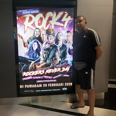 REVIEW FILEM ROCK 4
