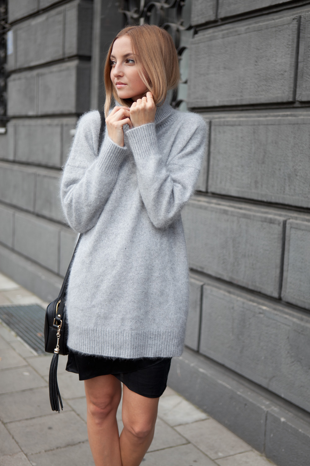 Jess A. is wearing a grey fluffy long sweater from Jessica Buurman. af5b00281