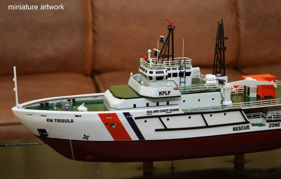 foto miniatur kapal kn trisula p111 kplp kesatuan penjaga laut dan pantai sea coast guard terbaru rumpun artwork planet kapal