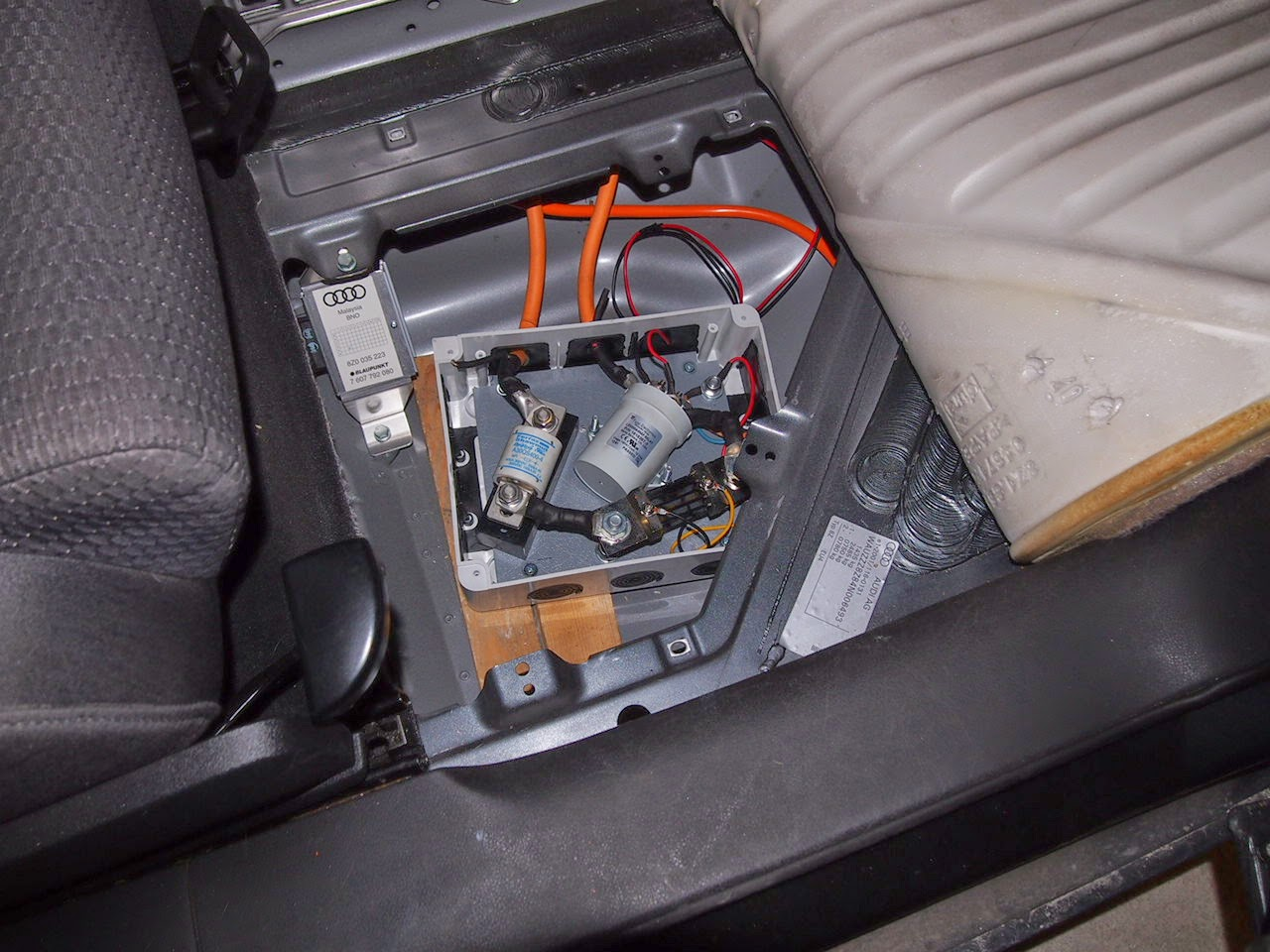 hight resolution of the middle connection box under the passengers feet