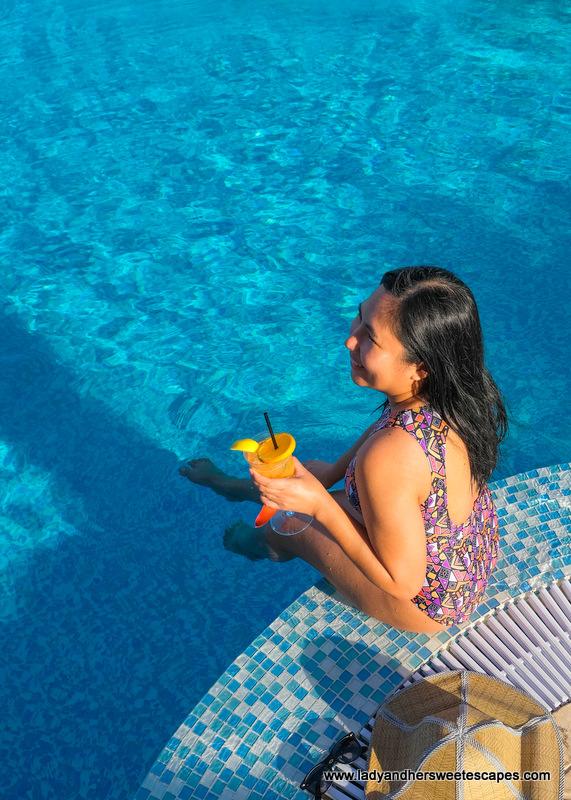 Lady in Pullman Hotel Dubai swimming pool