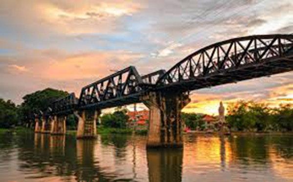我能想到最浪漫的事,就是和你一起坐火車遊泰國北碧府..