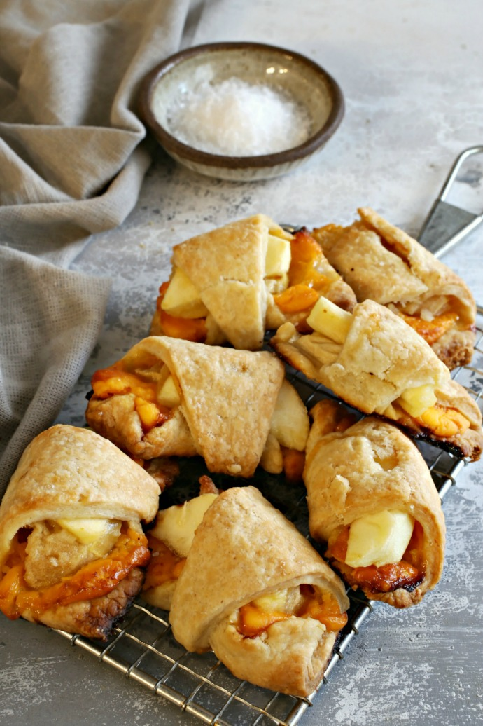 Recipe for apples and cheddar cheese baked in mini pie dough rolls.