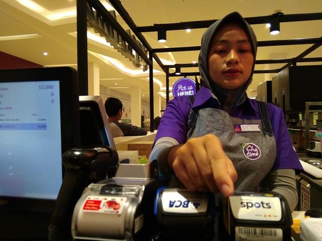 Cashless Praktis SPOTS di Wendys dan Cha Time Mataram Lombok