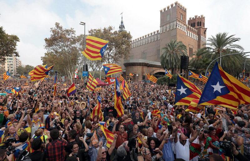 Απασφάλισε η Καταλονία και κήρυξε την ανεξαρτησία της! Αναλαμβάνει δράση η Μαδρίτη!