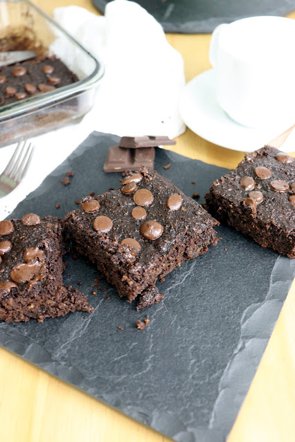 Brownie de chocolate com abobrinha Pensando ao contrário
