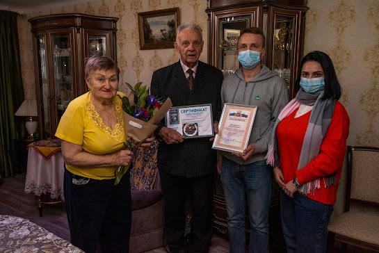 Добровольцы кинокомпании «Союз Маринс Групп» передали гуманитарную помощь Ялтинскому центру социальных служб