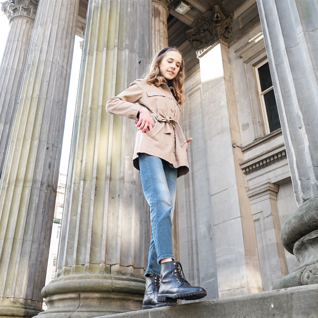 Fashion blogger outfit inspiration: utility jacket, mom jeans and lace up boots - Muoti, bloggaaja, tyyli, inspiraatio, farkut