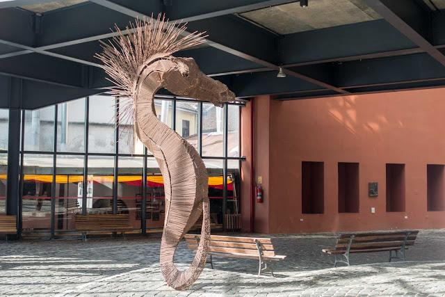 """""""Cavalo Marinho"""", escultura de Ricardo Todd"""
