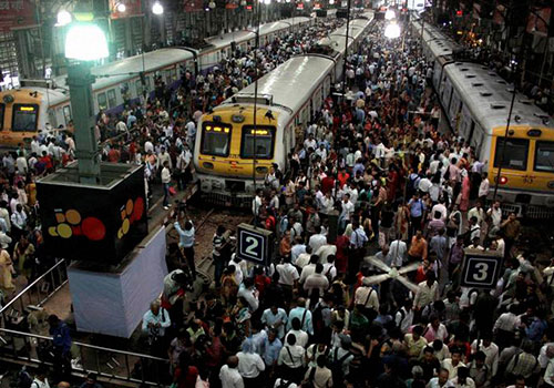 Passengers in mumbai locals, check pnr