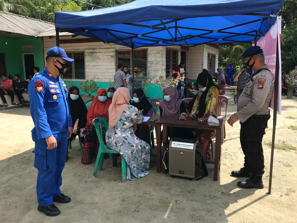 Satpolairud Polres Karimun Melaksanakan Kegiatan NASI KAPAU di Dusun Sei Sikop Desa Tulang