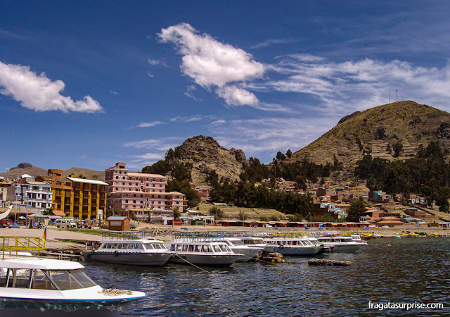 Cidade de Copacabana, no Lago Titicaca, Bolívia