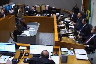 http://vnoticia.com.br/noticia/2486-ministros-da-5-turma-do-stj-decidem-que-lula-deve-ser-preso-apos-ultimo-recurso-no-trf-4