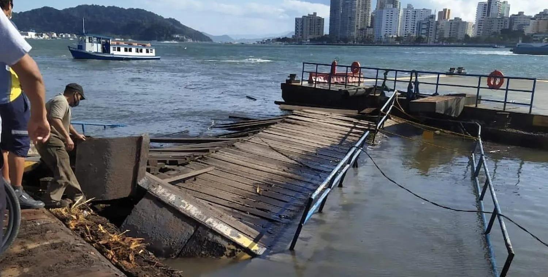 Navio colide e afunda atracadouro da travessia Santos-Guarujá