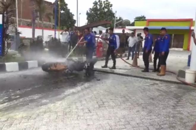 VIDEO: SPBU Amessangeng Sengkang Nyaris Terbakar Gegara Motor Korsleting