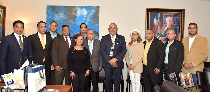 Estudiantes y profesores de la UASD e INTEC alaban avances tecnológicos del consulado dominicano en NY