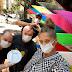 Adiane Galisteu distribui marmitas nas ruas de São Paulo