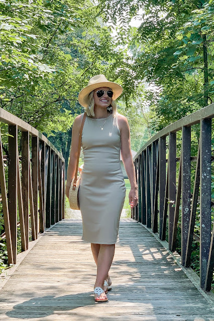 2 Casual Ways to Style a Neutral Dress
