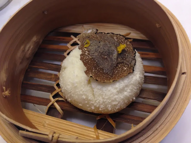 Chinese tuna muffin with liquid buffalo with truffle