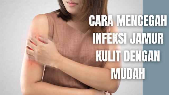 Cara Mencegah Infeksi Jamur Kulit Dengan Mudah Infeksi jamur kulit adalah suatu penyakit pada kulit yang disebabkan oleh infeksi jamur. Pada tubuh manusia jamur dapat tumbuh pada area yang lembap, seperti pada lipatan kulit, ketiak, sela-sela jari, dan organ intim. Pada infeksi jamur kulit terdapat beberapa jenis yang diantaranya :  Kurap (Tinea) Jamur kuku (Tinea unguium) Panu (Tinea versicolor) Ruam popok (diaper rash) Kandidiasis  Cara Mencegah Infeksi Jamur Kulit Untuk mencegah infeksi jamur kulit ada beberapa pencegahan yang bisa dilakukan sesuai dengan jenis infeksi jamur kulit, yang diantaranya adalah :  Mencegah Kurap Untuk mencegah kurap dapat dilakukan dengan selalu menjadi kebersihan tubuh, serta menghindari penggunaan sikat gigi bersama, handuk, dan pakaian. Dan tak lupa juga untuk menghindari kontak langsung dengan orang atau hewan yang terinfeksi kurap, terutama bagi seseorang yang memiliki sistem kekebalan tubuh lemah.  Langkah lain yang bisa dilakukan adalah dengan selalu menjemur atau mengeringkan sepatu setiap selesai dipakai, hal ini bertujuan untuk menghindari konisi lembap pada sepatu, sehingga bisa memicu perkembangan jamur. Serta gunakan kaos kaki berbahan katun dan wol, dan segera ganti apabila basah.  Mencegah Jamur Kuku Untuk mencegah jamur kuku cukup dengan menjaga kuku tetap pendek, kuku yang pendek akan lebih mudah untuk dibersihkan dan terhindari dari cedera. Cara lain untuk mencegah jamur kuku adalah dengan tidak berbagi alat manikur dan pedikur, mengurangi penggunaan kuku palsu dan pewarna kuku, serta selalu menggunakan alas kaki di luar rumah. Dan selalu keringkan kaki bila basah, terutama bagian sela-sela jari.  Mencegah Panu Untuk mencegah panu cukup dengan menjaga kulit tetap kering saat berada di daerah lembap atau panas, serta jangan berbagi pakai handuk, pakaian, dan tempat tidur dengan orang lain, terutama yang diketahui menderita panu.  Mencegah Ruam Popok Untuk mencegah ruam popok cukup dengan tidak memasang popok terlalu ke