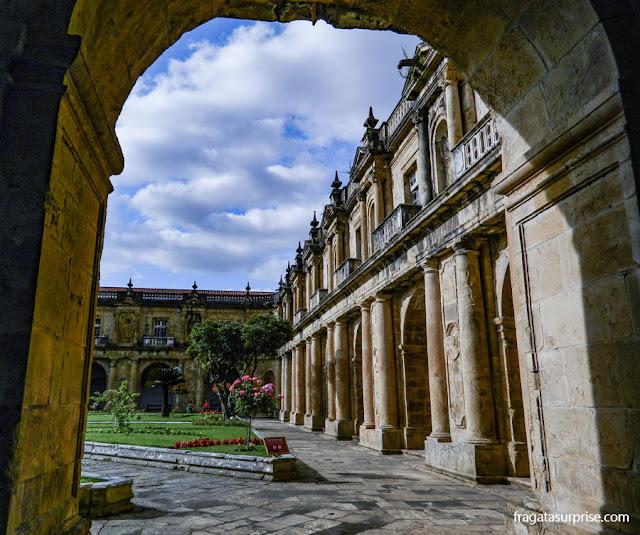 Claustro do Convento de Santa-Clara-a-Nova, em Coimbra, Portugal