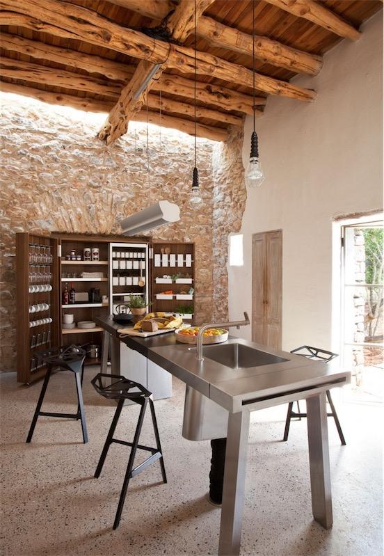 finca en ibiza cocina rustica y de diseño chicanddeco