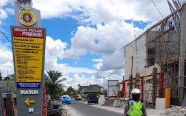 Atur Lalu Lintas , Unit Lantas Polsek Pahandut Amankan Jalur Rombongan Kapolda Kalteng