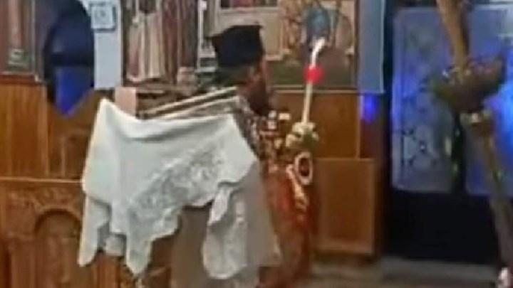 Κάλεσε την αστυνομία για παράνομη λειτουργία με... cd του Χριστόδουλου στην Ηλιούπολη