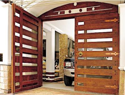 pintu garasi minimalis klasik dari kayu