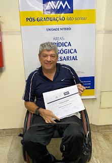 JeffMaia c certificado pós em arteterapia avm