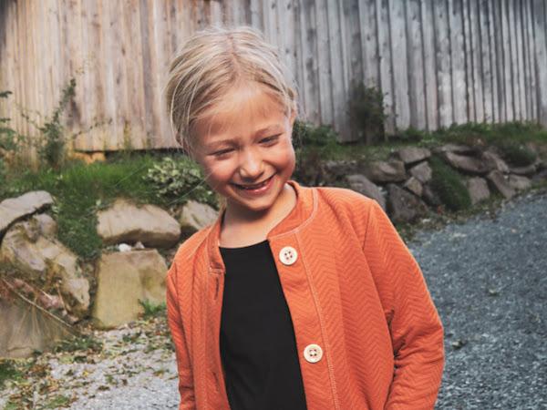Werbung: Caraway-Cardigan aus rostfarbigem Chevronquilt