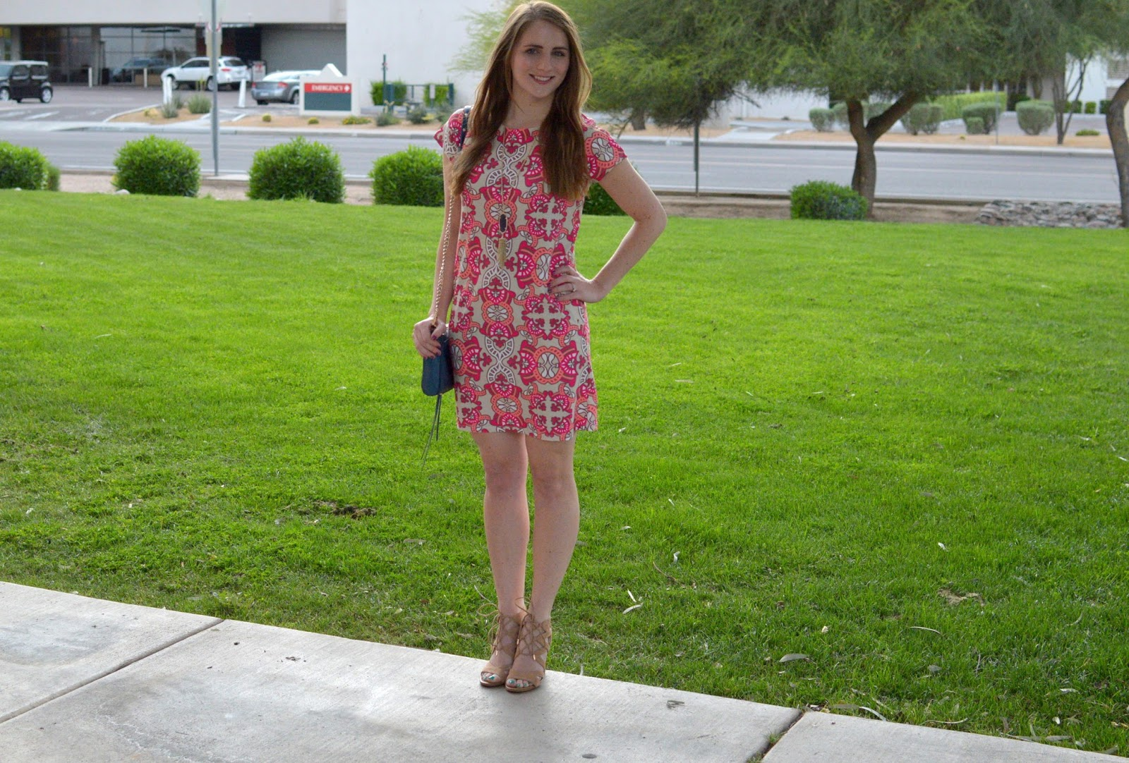 spring outfit ideas: cute printed shift dress for spring