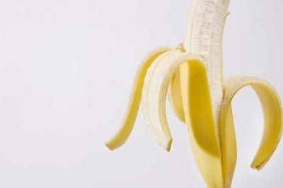 هل اكل الموز قبل النوم مضر؟