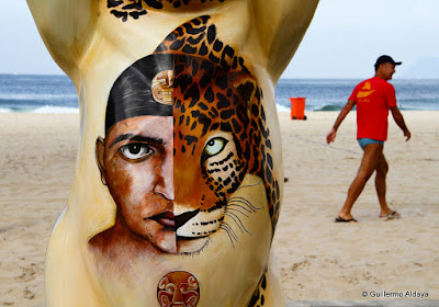 Ursos Camaradas Unidos: A Arte da Tolerância, by Guillermo Aldaya / AldayaPhoto