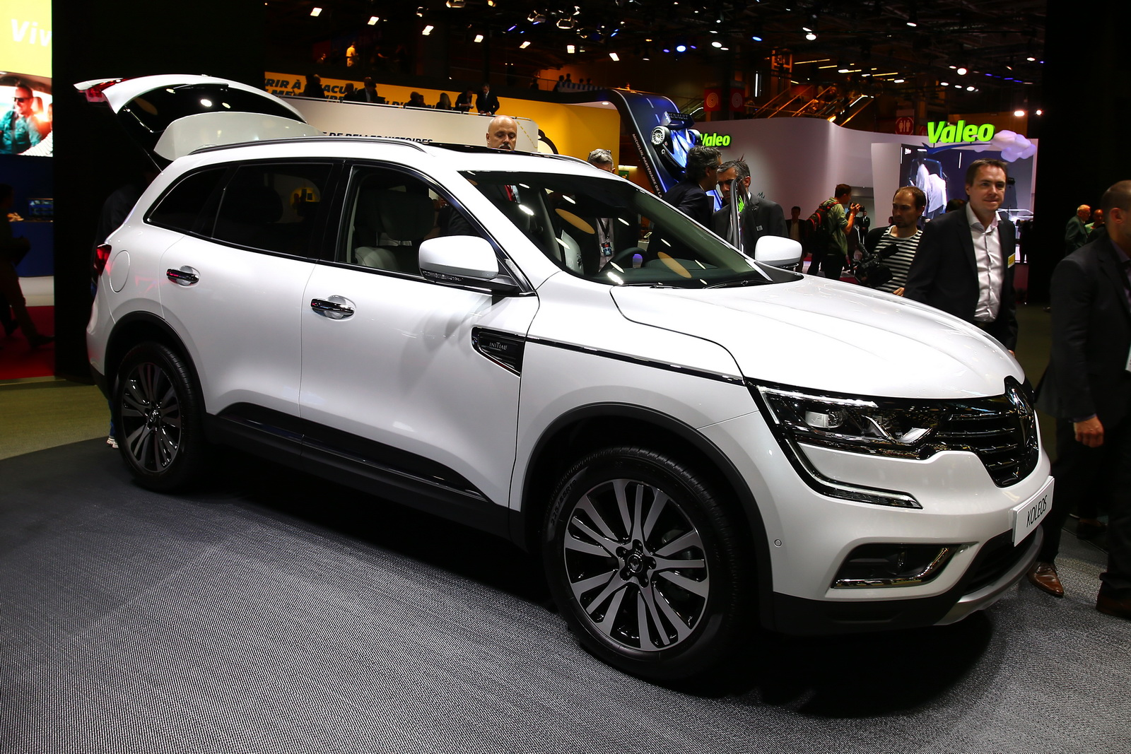 renault adds new koleos suv to its european range carscoops. Black Bedroom Furniture Sets. Home Design Ideas