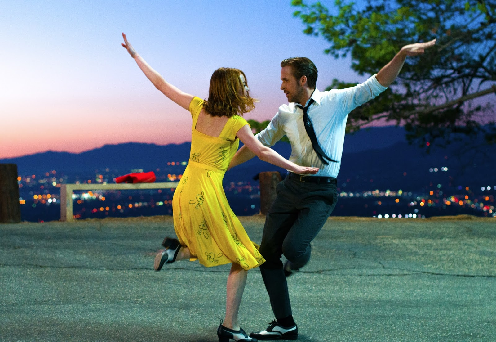 Emma Stone y Ryan Gosling bailando
