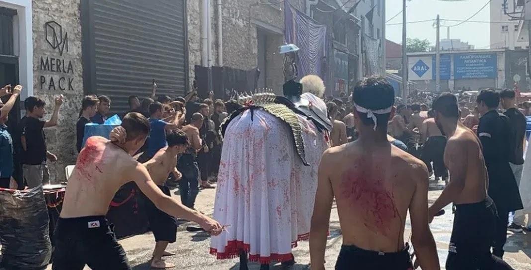 Μουσουλμάνοι αυτομαστιγώθηκαν στο κέντρο του Πειραιά χωρίς κάμια απαγόρευση  (video)